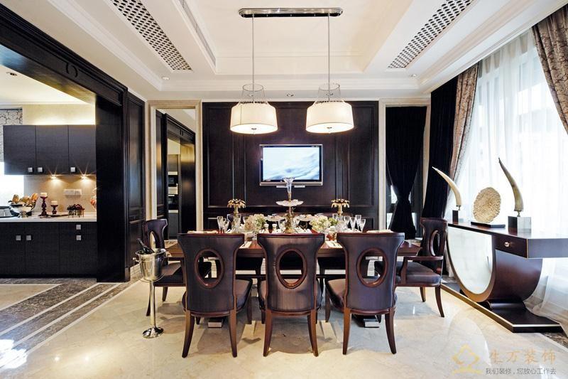 黑色皮革沙发与黑色墙面背景整个空间融为一体,体现空间稳重之美,有着深厚的空间文化内涵。