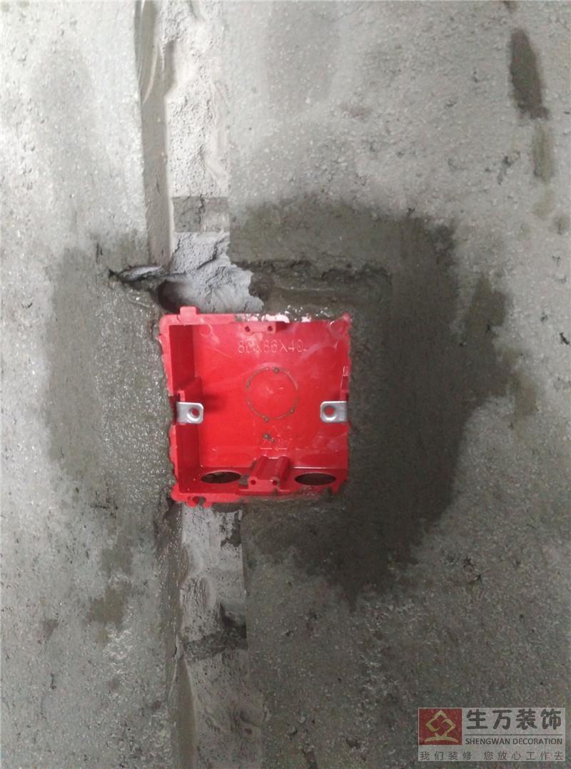 精www.bobvip.com水电工在安装底盒的时候,底盒的边缘要与墙面齐平,不能超过墙面,要99%的垂直、水平,一般一套房子的底盒约一天的时间就可以安装完成。